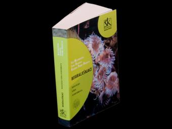 Invertebrates : Biology Senior Avertebrata